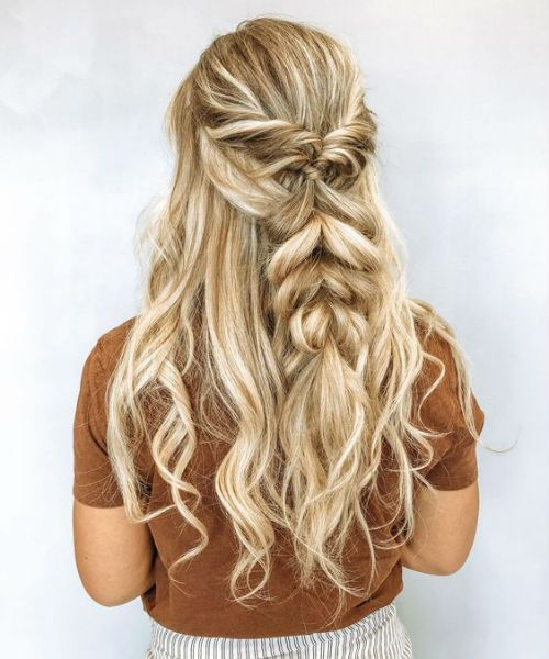 Immer schöne, halb geflochtene, lange, lockige Frisuren für Frauen, die Sie inspirieren