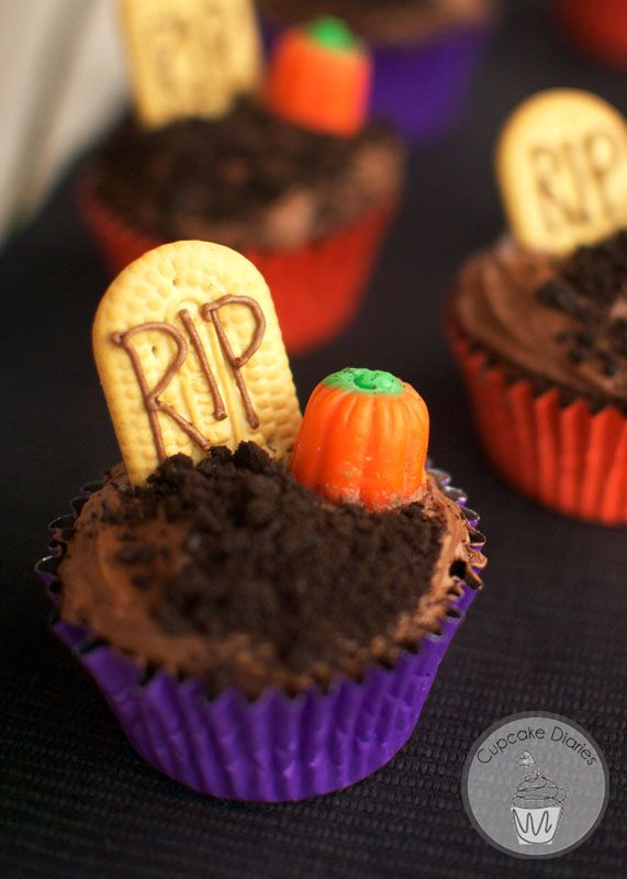 30 Halloween Cupcake Ideas - Recipes for Cute and Scary Halloween Desserts