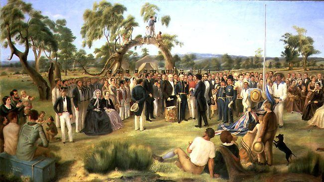 """""""The Old Gum Tree"""", where in 1846, South Australia was founded as a British colony. : australia www.reddit.com650 × 366Buscar por imagen is a 19th Century painting of the event. Notice the tree in the background.Buscar con Google"""