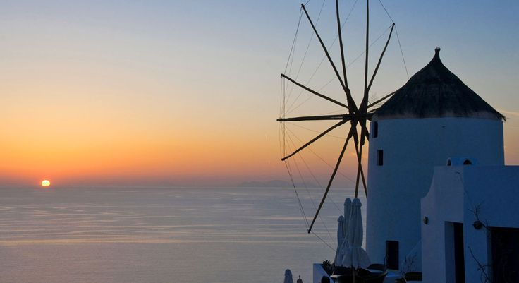Golden Sunset Villas Santorini Hotel in Oia - A Traditional Windmill for Rent