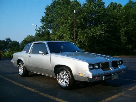 Oldsmobile Cutlass Supreme in Bristol, CT