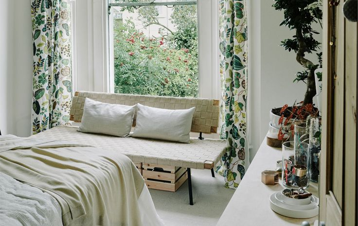 Simple ideas to update your bedroom for spring