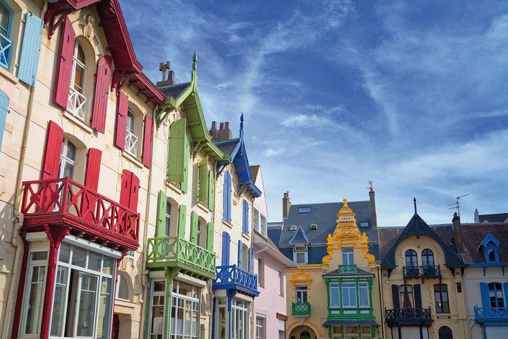Dans le département du Pas-de-Calais, Wimereux et ses habitations aux sémillantes couleurs