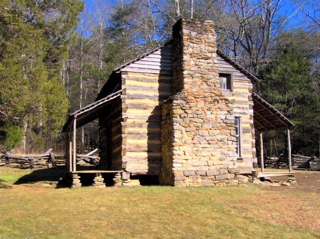 Casa de John Oliver, construída em 1822, na enseada de Cades Cove, no leste do Tennessee, USA. Está localizada junto ao Loop da Rodovia para Cades Cove. Esta é uma imagem de um lugar ou edifício que está listado no Registro Nacional de Lugares Históricos nos Estados Unidos da América .  Fotografia: Brian Stansberry.