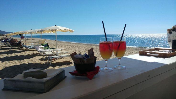 Contro il caldo torrido di questi giorni? Abbiamo la soluzione! Un cocktail ghiacciato e un tuffo in questo meraviglioso mare. #AmaLaTuaVacanza #Sardegna #LeDunePiscinas  Against the scorching heat of these days? We have the solution! An ice-cold drink and a dip in this wonderful sea. #LoveYourHoliday #Sardinia #LeDunePiscinas  www.ledunepiscinas.com