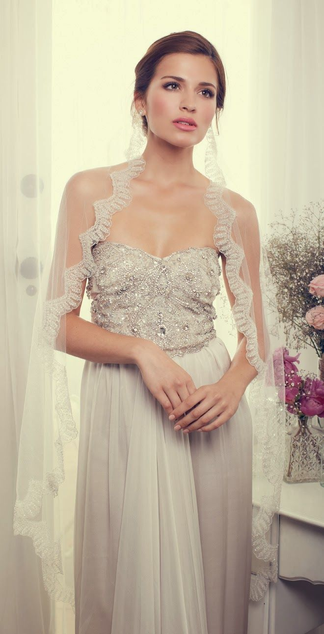 I do t want a veil, but the dress is gorgeous!