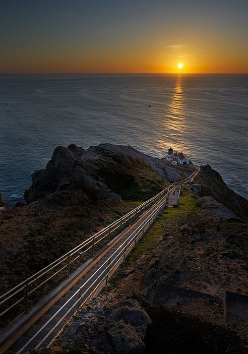 Here.Sunsets Point, Sunsets Lighthouses, Sunris Sunsets, Sunris Photography, Sunsets Sunrises, Beautiful Sunsets, Sunrise Sunsets, Awesome Places, Sunrises Sunsets