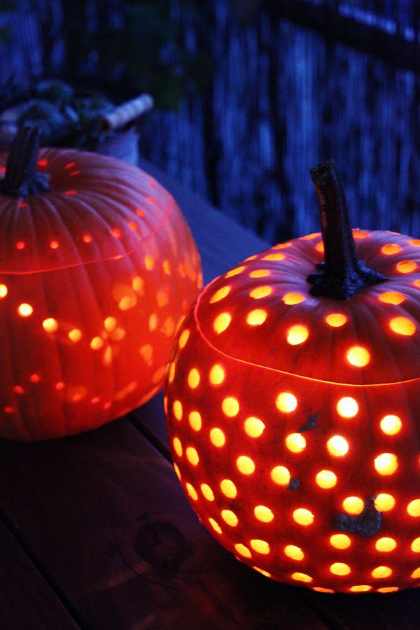 Herbst-Zeit ist Kürbis-Zeit. Wir lieben die große, runde Frucht nicht zur zum Essen, sondern auch als herbstliches Dekoelement. Einige h...