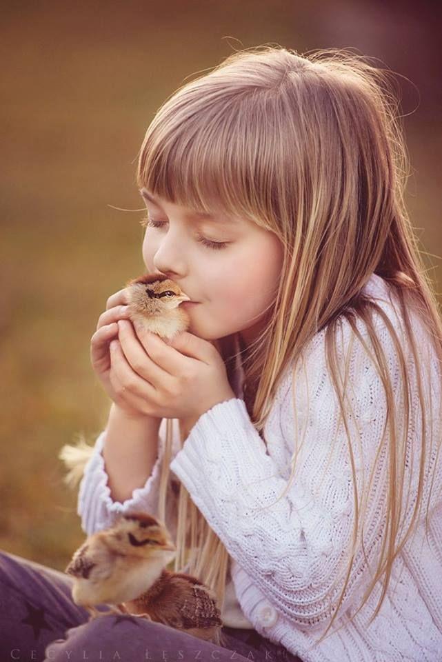 """""""Tudo que vier pra somar chegue e que não seja breve, mas sim, pra eternizar. Que as levezas venham acompanhadas de boas energias e amor. Que a paz traga muita esperança pra esse coração cansado. Que as delicadezas me fazem enxergar o lado bom das pessoas e das coisas, sejam elas pequenas ou grandes. Que o meu e o seu dia, seja o melhor encanto que Deus nos reservou pra hoje. Que assim sempre seja, amém!"""" .•*¨`*•ʚïɞ Liih Gomes ʚïɞ*¨`*•."""