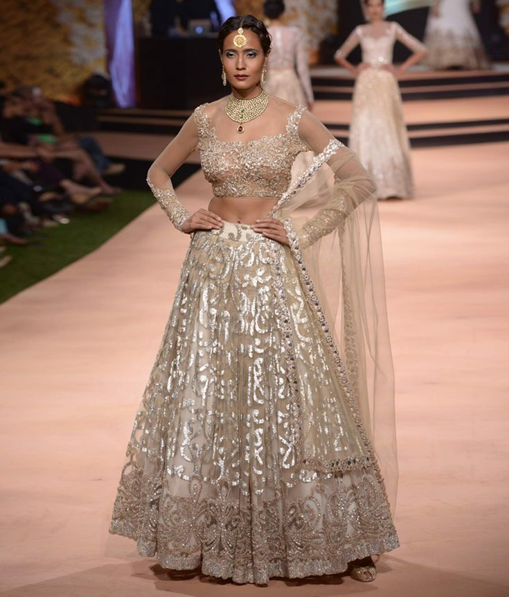 Neeta Lulla's Vintage 50s Collection. Absolutely love the skirt and dupatta. Beautiful beautiful!