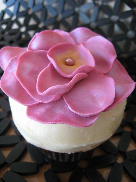 Flower Cupcake Tutorial Part 2   Weddingbee PRO