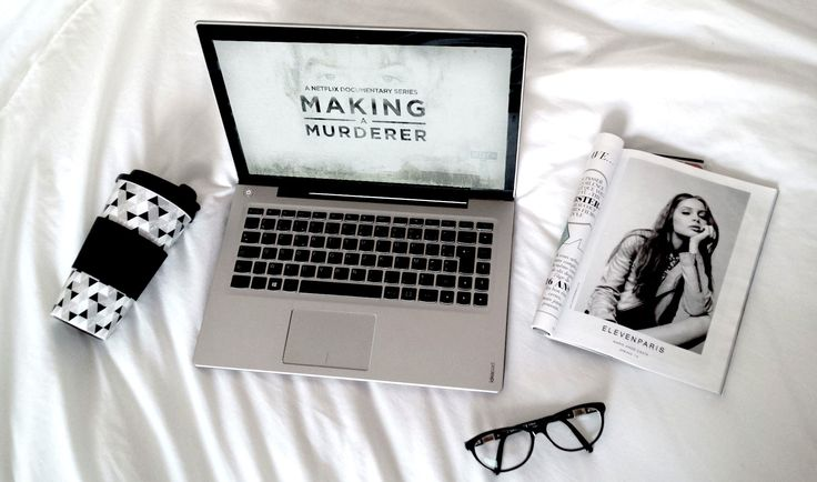 New serie Making a Murderer on Netflix ! Read the critic on the blog !  #netflix #makingamurderer #stevenavery #serie #tv #critic #laptop #white #pale #magazine #mug #primark #idea #inspo #inspiration #blog