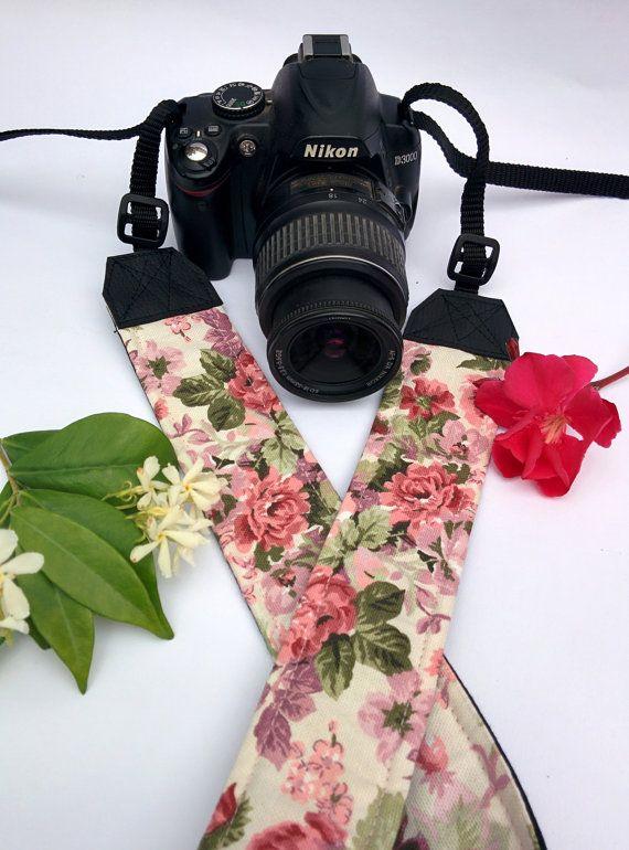 Tracolla per fotocamera SLR, DSLR, imbottita, in cotone fantasia rose e fiori. Tracolla romantica fantasia vintage
