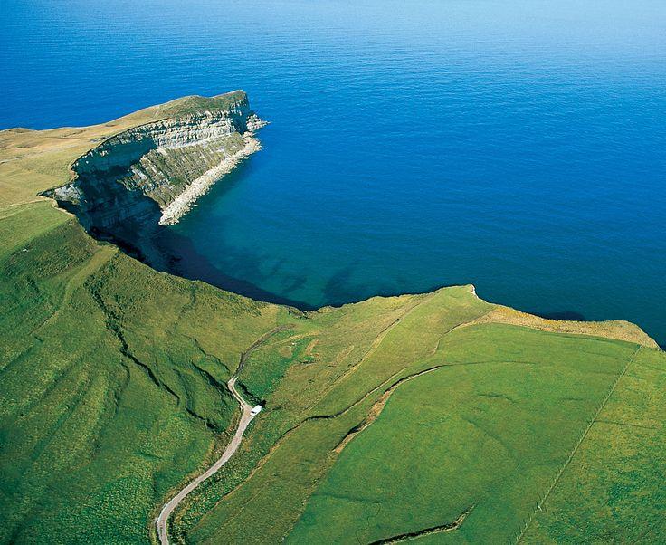 Cabo situado en las cercanías de Suances, que cuenta con abruptos acantilados y magníficas vistas sobre la costa occidental de Cantabria.