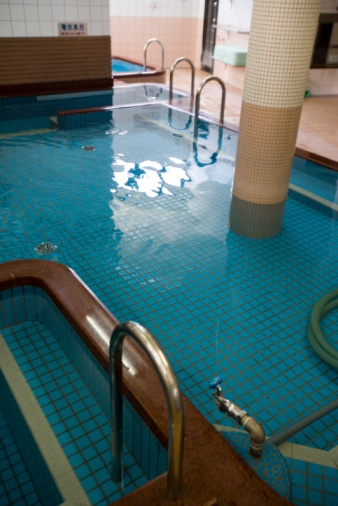 Possibly a hotel swimming pool ?