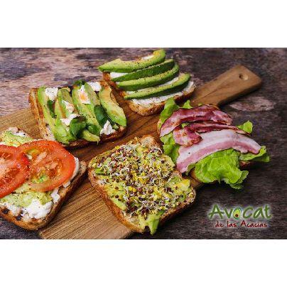Deliciosas tostadas con aguacate para empezar tu semana! #avocatacacias #aguacatehass #consumemashass