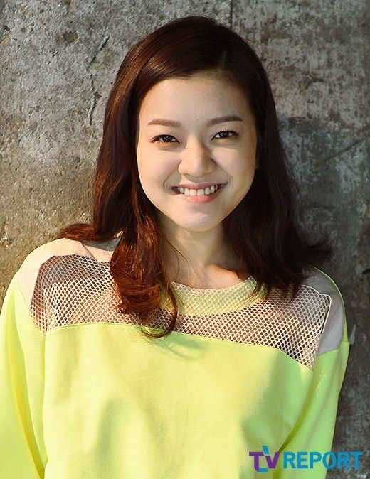 Koh Ah Sung ( seen in the movie SNOW PIERCER) korean actress wearing DIM. E CRES. neon top & white designed skirt SS13 http://news.naver.com/main/read.nhn?mode=LSD=sec=106=213=0000359572