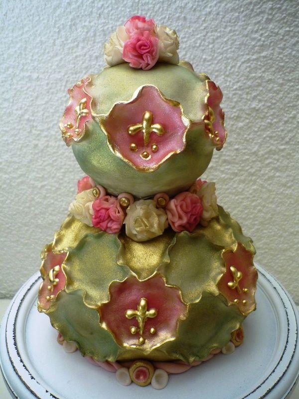 http://media.cakecentral.com/gallery/762897/600-1319829650.JPG
