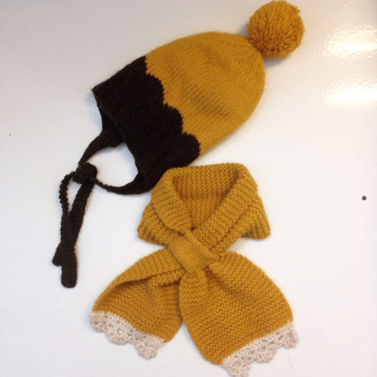 Handknit hat and scarf in wool and alpakka blend