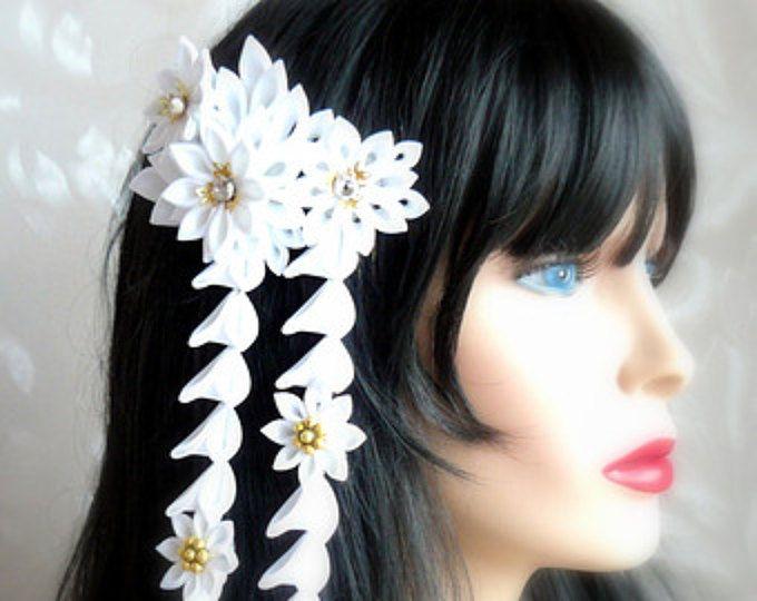 Pettine di capelli fiore di stoffa kanzashi con cascate.