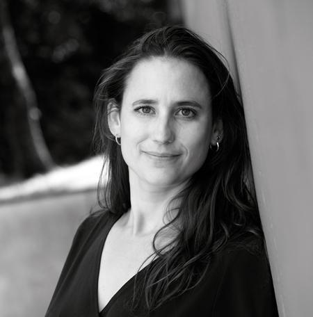 Kinderboekenschrijfster Fiona Rempt schreef al ruim 30 kinderboeken. Bijvoorbeeld 'De orde van de Drakenmenners', 'Daan', 'Omgeruild' en 'Junglekoorts'.