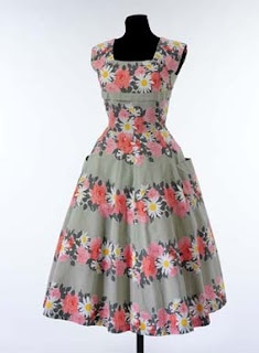 Notes from the Sewing Studio: Free pattern for a 1950's dress (from the V)