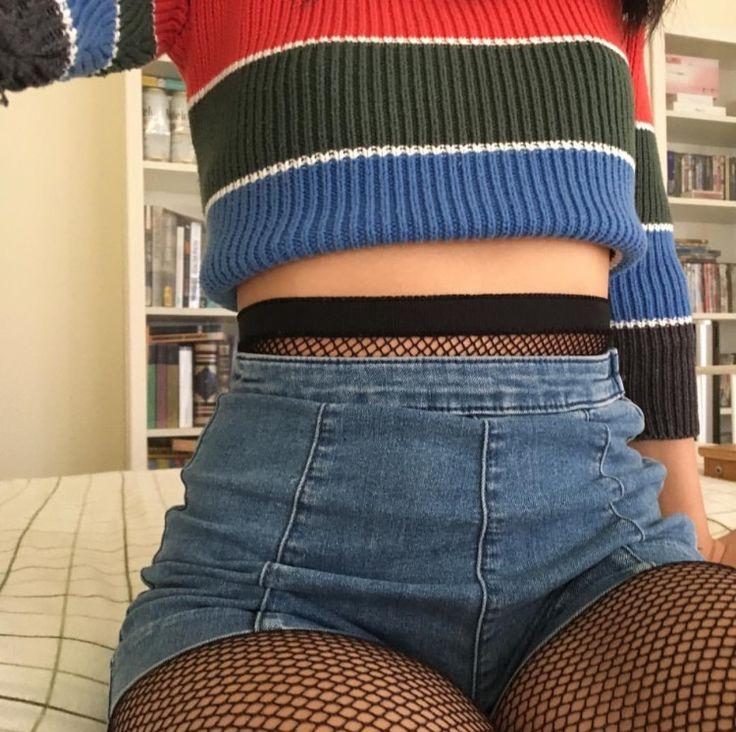 meia arrastão + shorts jeans