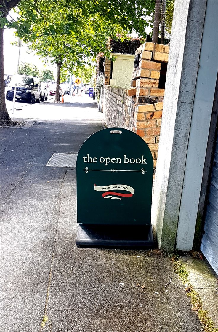 Footpath sign for Ponsonby Books by Speedy Signs Newton