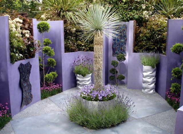 Lavendel schneiden Kleingarten anlegen Platten Beton lila