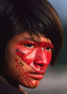 In the Amazon the Ashaninka Indians apply face-paint, made from seeds of the Urucum plant, each day in a design that reflects their mood.  #world_cultures