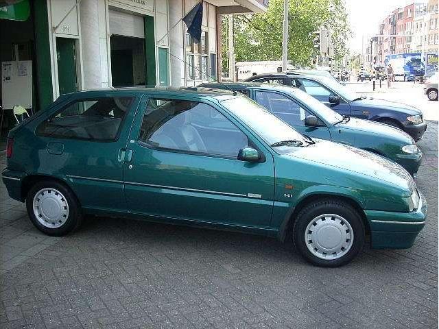 Een groene Citroën ZX: één van de fijnste auto's die bij de familie Bakker op d'n dam heeft gestaan. Helaas werd hij in 2002 total loss gereden
