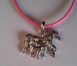 Paardenketting met 3 paardjes roze