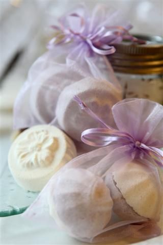 DIY Bath Bomb Recipe with natural colors and 100% pure essential oils