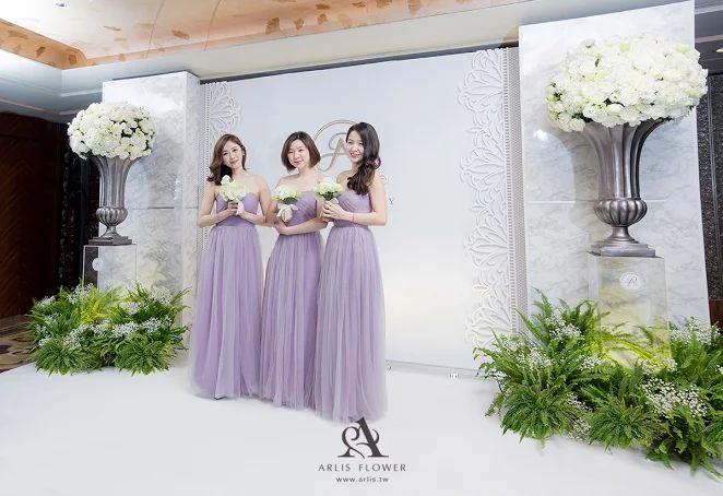 喜來登這場婚禮佈置,覺得非常典雅,加上伴娘穿上紫色的禮服,更加分了整體佈置上的效果  快來官網瞧瞧哦~http://www.arlis.tw/