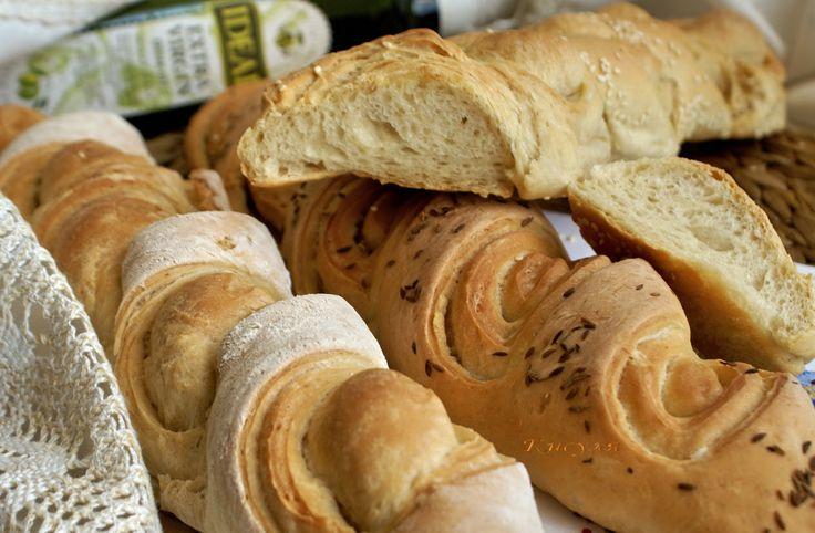Рецепт настоящего французского багета нашла на сайте wikihow. Захотелось приготовить. Получается воздушный слоистый хлеб с нежным мякишем и тонкой хрустящей корочкой.…