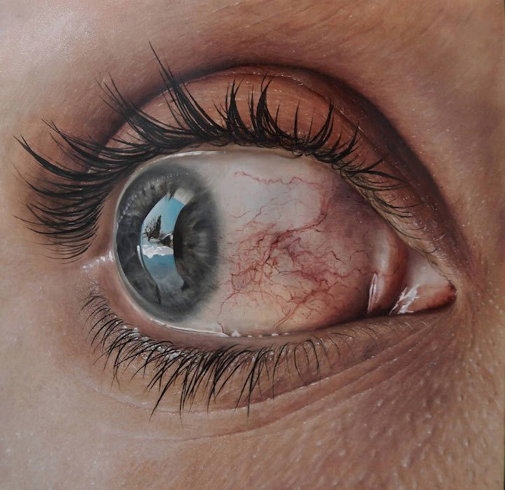 Kit King and her husband Corey Oda Popp express raw emotions through life-size hyperrealistic paintings. #painting #art #hyperrealism