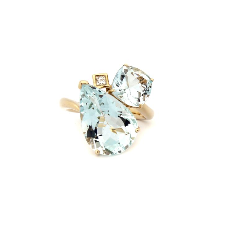 Atmosphere Cluster Ring | This beautiful ring is made using eye clean #Aquamarine pear shape and cushion cut gemstones and #Diamonds.    Set in 18 karat #yellowgold, this beautiful piece is distinguished with a touch of flare. #GiftIdea #FineJewellery #Glamour #Sophistication #Lifestyle