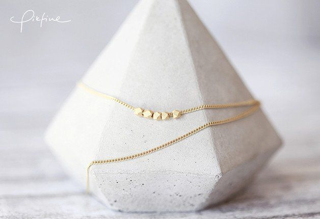 Minimalistische zarte Kette in Gold / tenuous golden necklace with small pearls made by pikfine // Accessoires via DaWanda.com