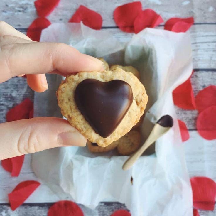 Un biscotto per dire........   I ❤ YOU  ( una ricetta di Jasmine Mottola )