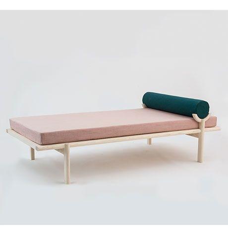 Crescent Lounge Daybed by Vonnegut/Kraft | MONOQI #bestofdesign