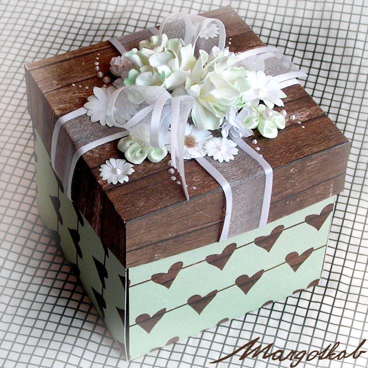 Svatební+krabička+na+peníze+mentolová+Darovaní+přáníčko+ve+tvaru+krabičky+v+mentolovo+dřevěné+kombinaci.+Hodí+se+na+darování+peněz+novomaželům,+nebo+i+k+jiné+příležitosti.+Skládá+se+z+vnitřního+kříže,+kde+na+4+stranách+jsou+kapsičky+na+peníze+a+přiloženy+jsou+také+dvě+bílé+karty+na+vzkazy+a+věnování.+Složením+kříže+do+víčka+vznikne+efekt+krabičky....