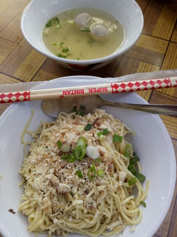Yamien Bakso (Oriental style noodles)