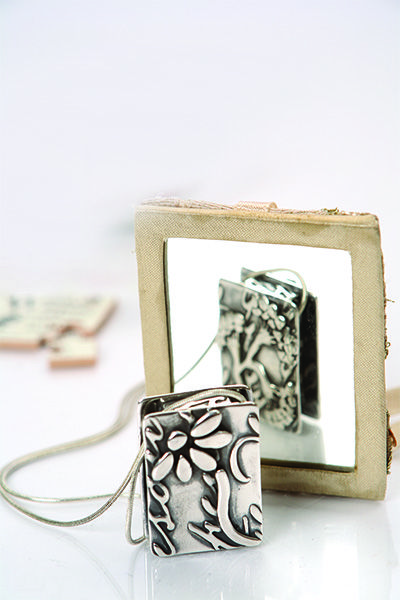 How to make a Silver Boxed Pendant from metal clay #jewellerymakingideas #metalclay