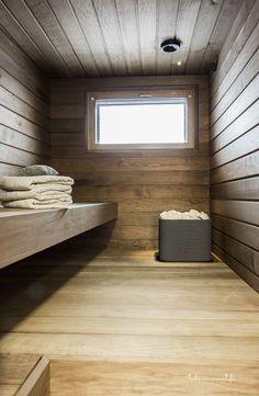 """""""Sauna on lämpökäsiteltyä Haapaa. Kiuas on tulikiven mallistosta. se ostettiin jo silloin, kun talo oli vasta paperilla."""":"""
