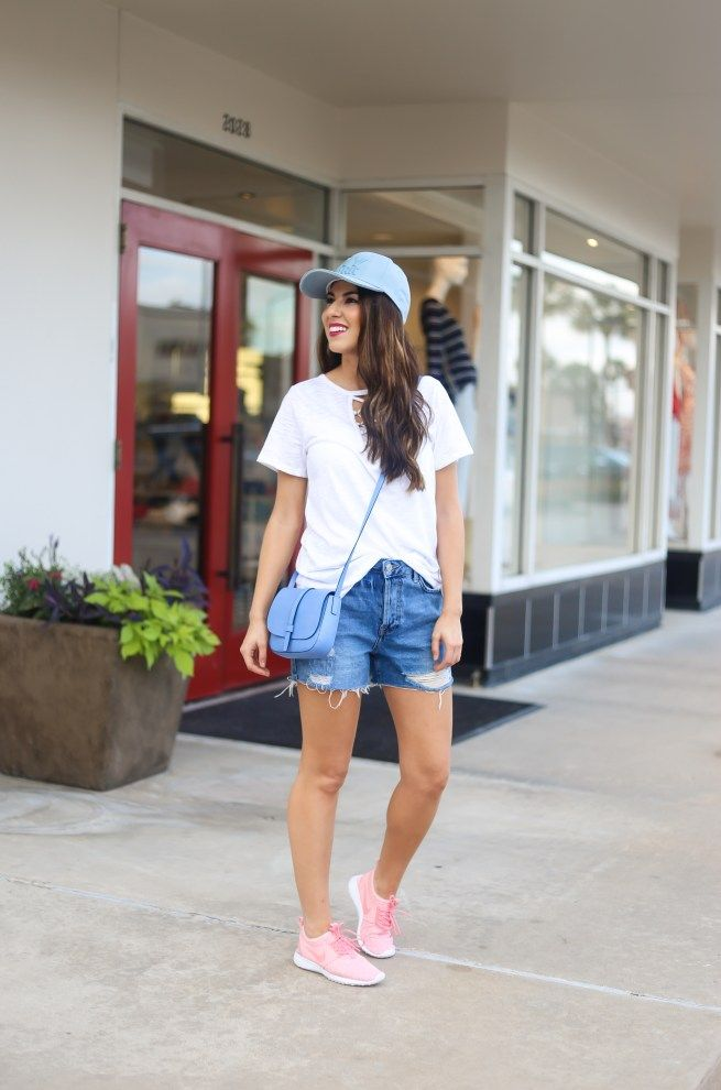 White Lace Up Tee and Ripped Denim Jeans Casual Style. Casual Wear. Casual Outfit. Street Style. Street Wear. Spring Fashion. Summer Style.