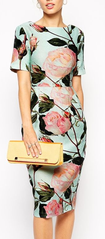 Wiggle Dress in Textured Large Floral Print