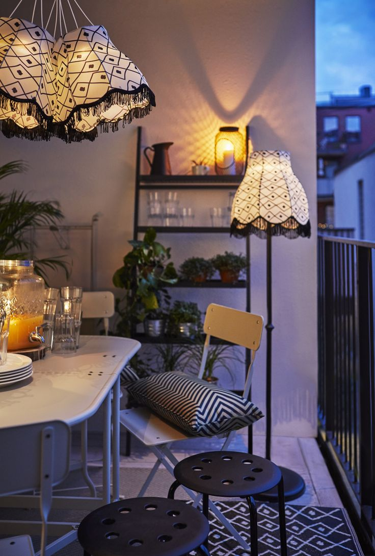 25 beste idee n over balkon verlichting op pinterest tuin tuin kerstverlichting en terrassen. Black Bedroom Furniture Sets. Home Design Ideas