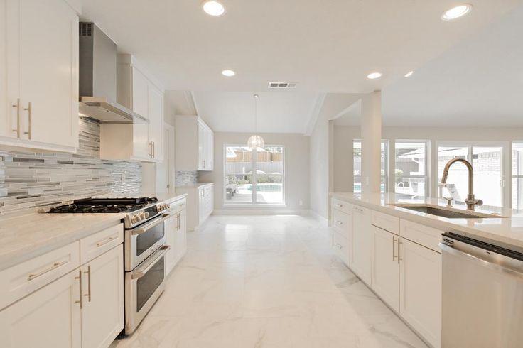 The Strata Platinum glass backsplash gives this all white kitchen a nice look.#glassbacksplash #modernkitchenhttp://www.arizonatile.com/STRATA-GLASS-P1228C141.aspx#utm_sguid=152185,428798c5-94f3-9c71-4788-177a861ac1a1