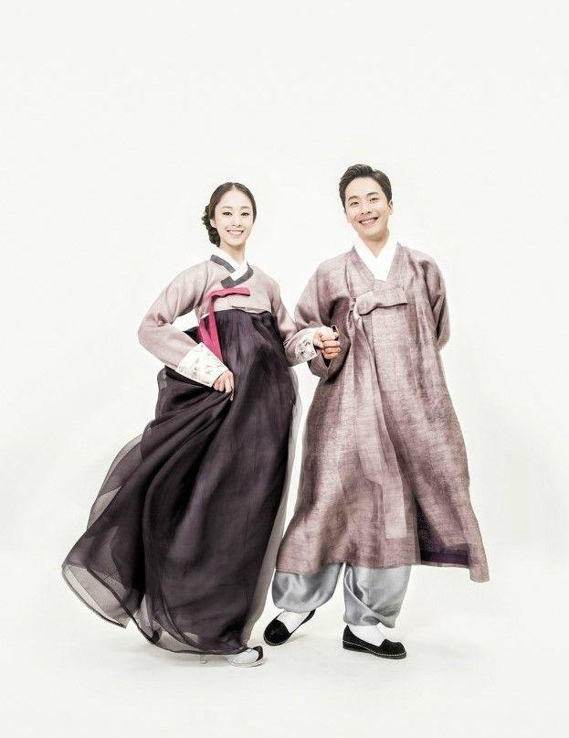 한복린 결혼한복 한복린 결혼한복을 입고 깔끔한 화이트 배경에서 촬영한 스튜디오 한복사진과푸르른 녹음 ...