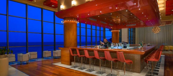 Crystal Lounge Bar - with breathtaking views of the sea and the hotel's atrium and cozy furniture in line with the hotel's modern design you can be confident that the Crystal lounge bar is the place to be if you are not very fond of the afternoon heat. Live piano music in the evening adds a special touch to the existing fabulous atmosphere.
